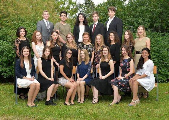absolventinnen_2015-16_8AG